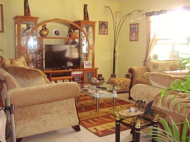 Yoli's Bed & Breakfast - Room #3: 2 guests max - Belmopan - Bed & Breakfast