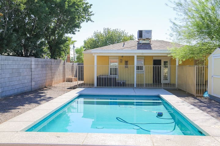 Family Friendly Home w/Pool close to Light Rail