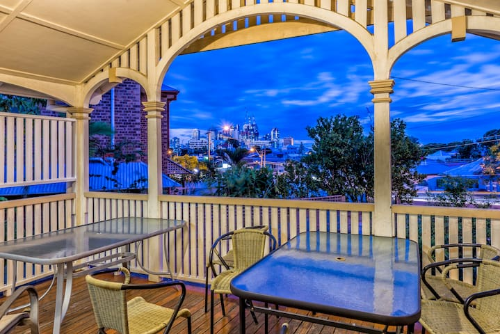 Minto Colonial Guest House (Room 1)HUGE DISCOUNTS - Highgate Hill - House