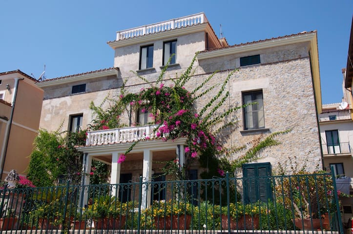 Old Italian House - Sea Front - Marina di Camerota - House