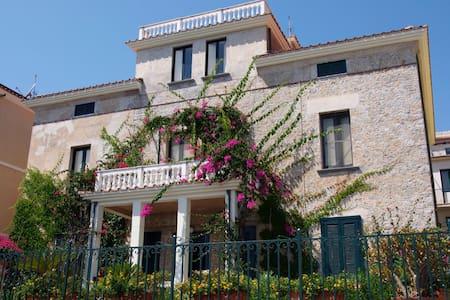 Old Italian House - Sea Front - Marina di Camerota