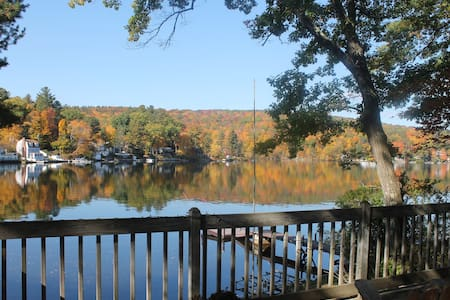 """Lone Pine Cottage""   Lakeside Beauty in CT - Winchester - เกสต์เฮาส์"
