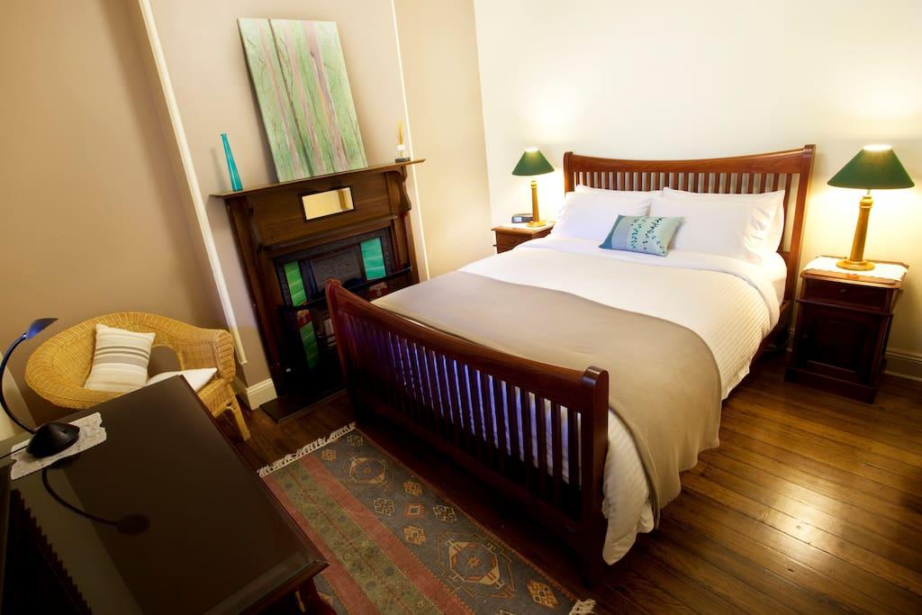 The Grevillea Room with Queen Bed