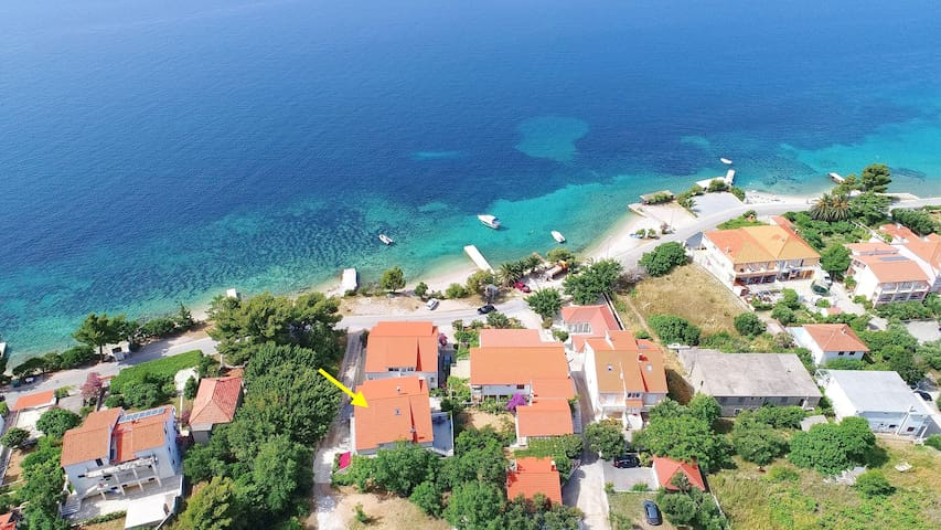 Marko - 1 Bedroom Apt with Balcony n Sea View (1)