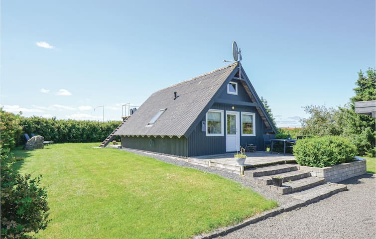 Holiday cottage with 2 bedrooms on 62m² in Rønde