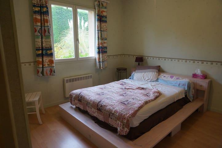 Chambre dans une grande maison avec jardin - Marcy-l'Étoile - บ้าน