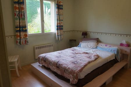 Chambre dans une grande maison avec jardin - Marcy-l'Étoile