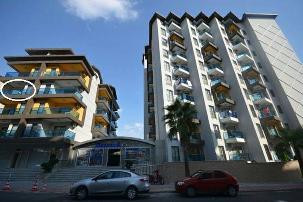 В блоке В, на 3 этаже, находится наша  квартира.