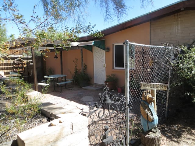 Secluded Getaway close to Town - Tucson - Daire