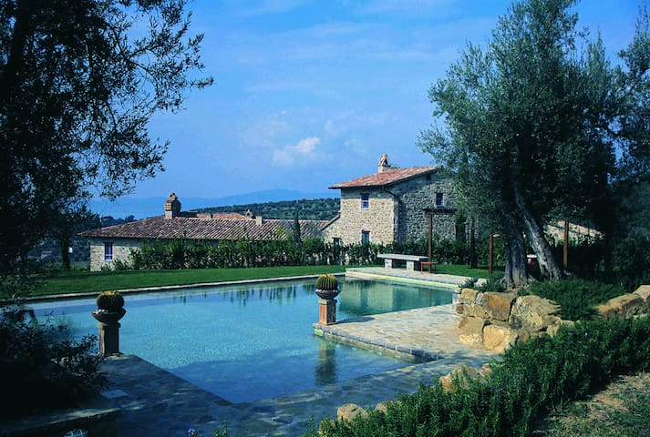 Gorgeous property with stunning Trasimeno's views - Monte del Lago - วิลล่า