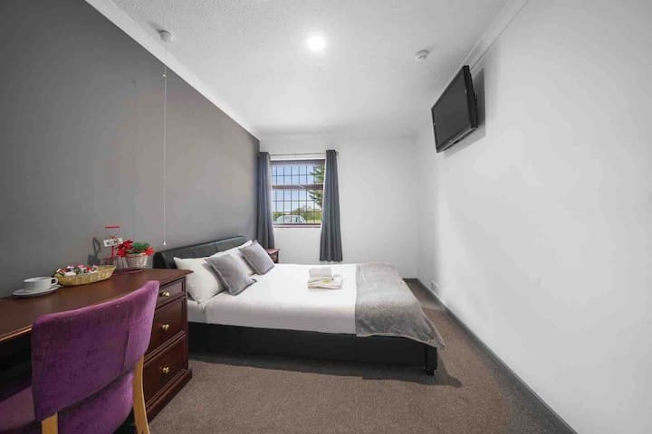 Double room en-suite with free parking