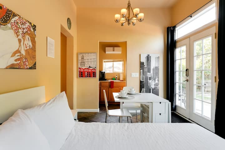 LA Area, Cute Encino Guest House - Fully Equipped!