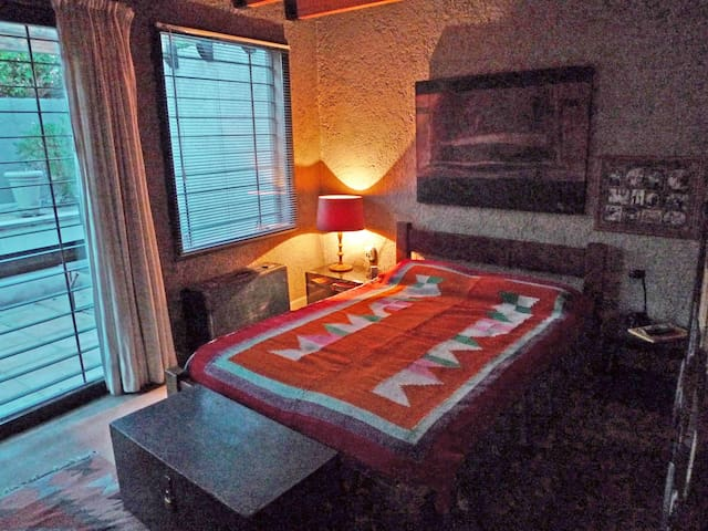 Dormitorio 2°. (cama doble 140 x 190)