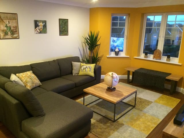 Room/Whole Flat- North West London - Stanmore - Huoneisto