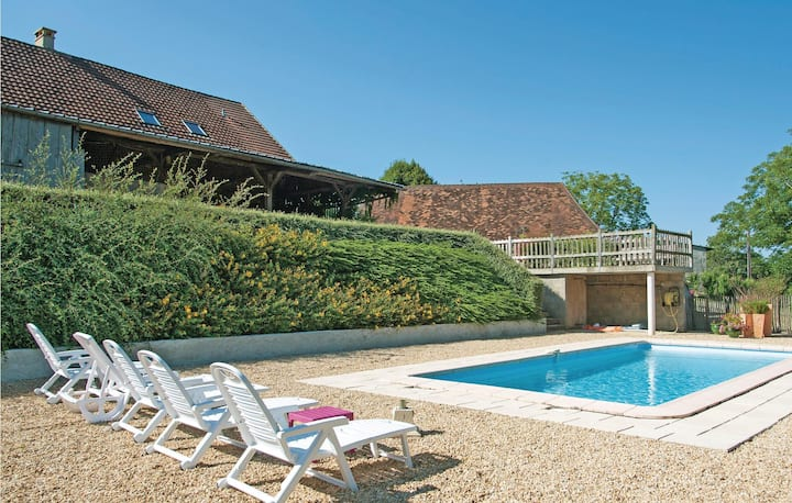 Beautiful home in Sarrazac with Outdoor swimming pool and 3 Bedrooms