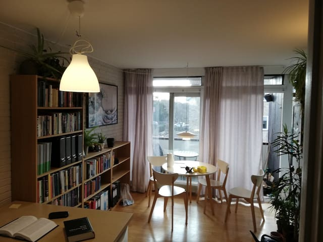 Charming flat with balcony in quiet neighborhood