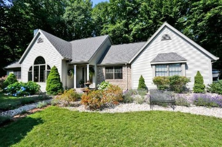 Grand Haven Home - 2 Blocks to Lake Michigan - Grand Haven - Hus