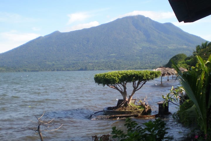Ometepe Beach Front Private Room - WiFi, warm H20