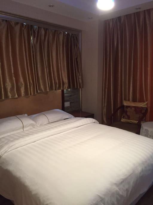 温馨大床房,风景很美,独空间!
