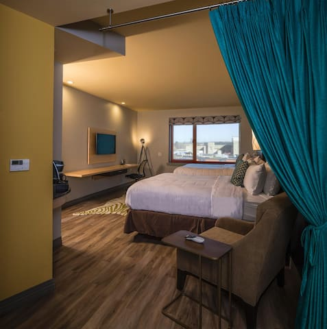 ☻♕✪ Fashioned Double Two Double Beds At Downtown ☻♕✪