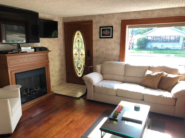 Multiple tv s all rooms with sat and a Fireplace for warm feeling