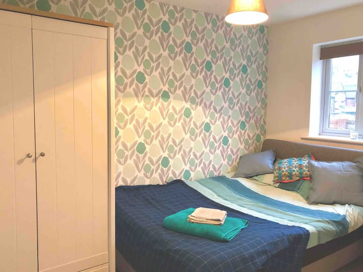 Double room - short walk from town, close to A50.
