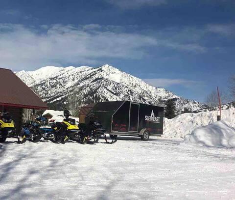Alpine Mountain Outdoor Paradise