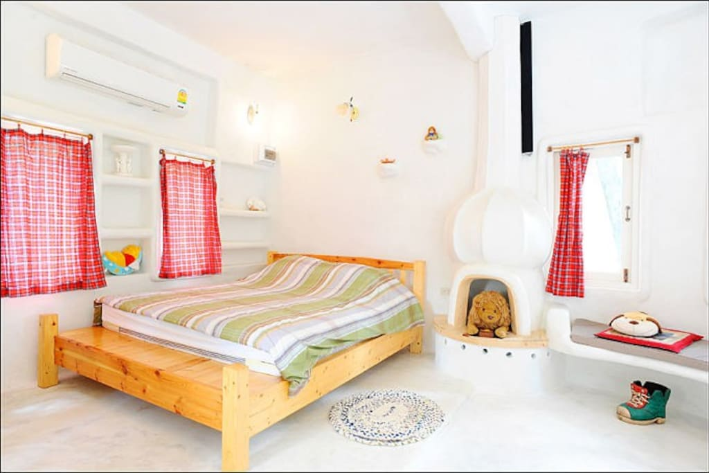 """""""LUZERN"""" king bed for 2 people"""