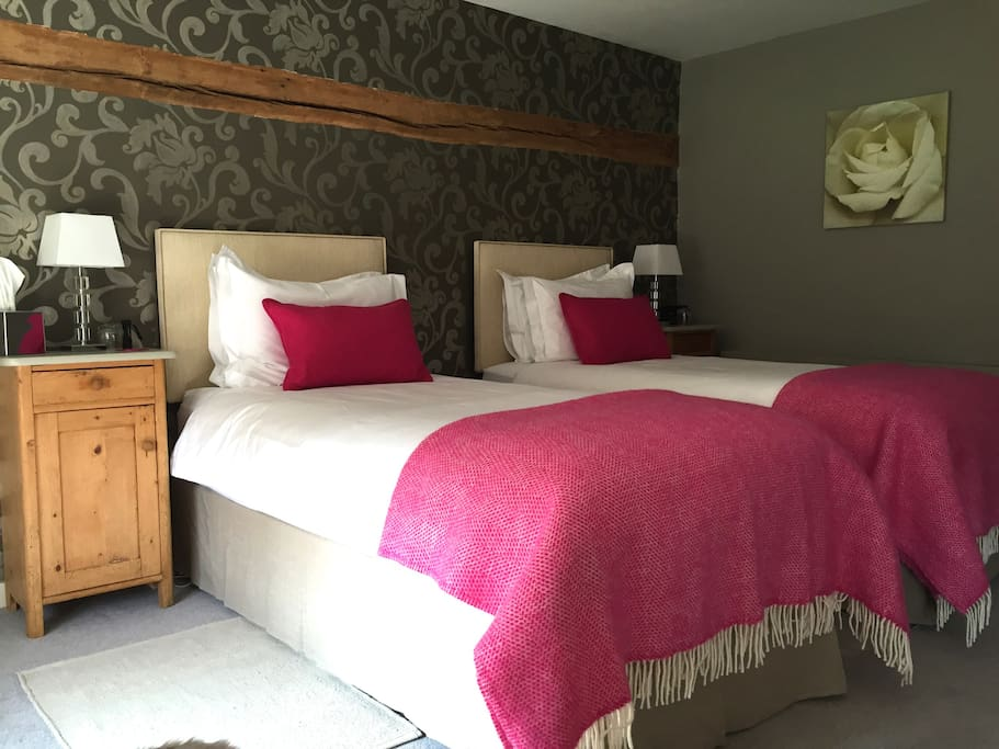 Ensuite bed room with twin beds