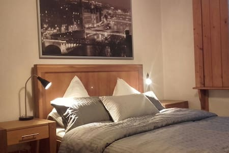 Dublin 9 - Large bedroom with King Size Bed - Donnycarney - Bed & Breakfast