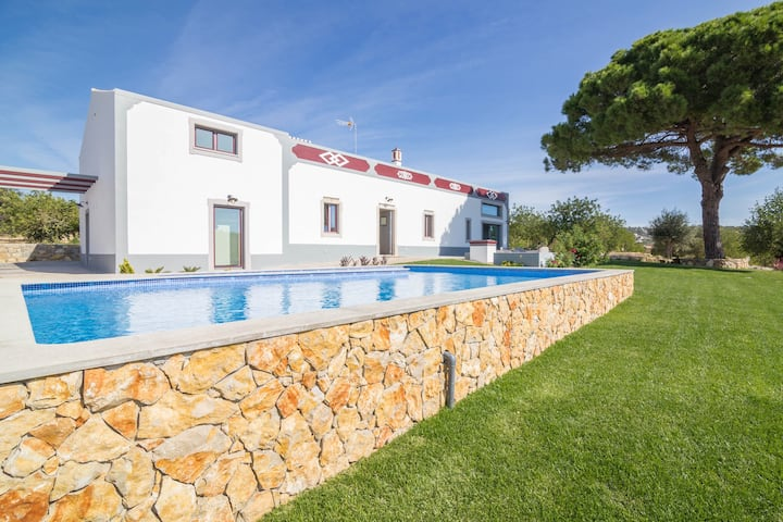 "Charming ""Villa Rodrigues"" with Air Conditioning, Wi-Fi, Pool & Garden; Parking Available"