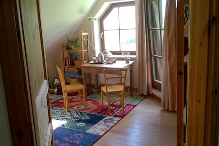 freundliches Zimmer mit Balkon Lüneburger Heide