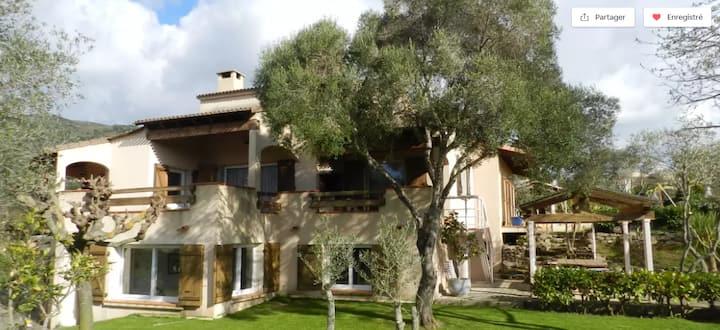 * F4 familial en villa, proche Ajaccio et plages *