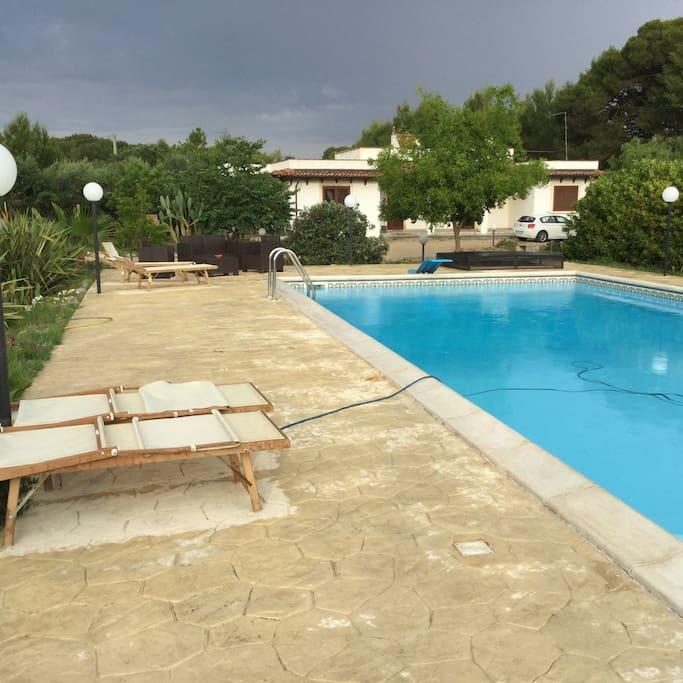 Villa con piscina nel salento houses for rent in for Piani di pool house con alloggi