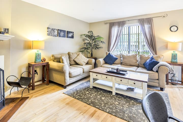 Cozy Townhome 5miles from Folly Beach and Downtown