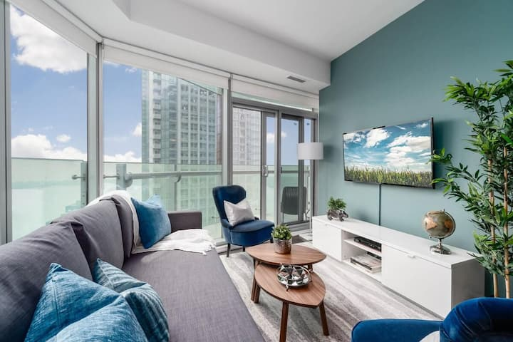 Elegant Downtown High Rise Suite