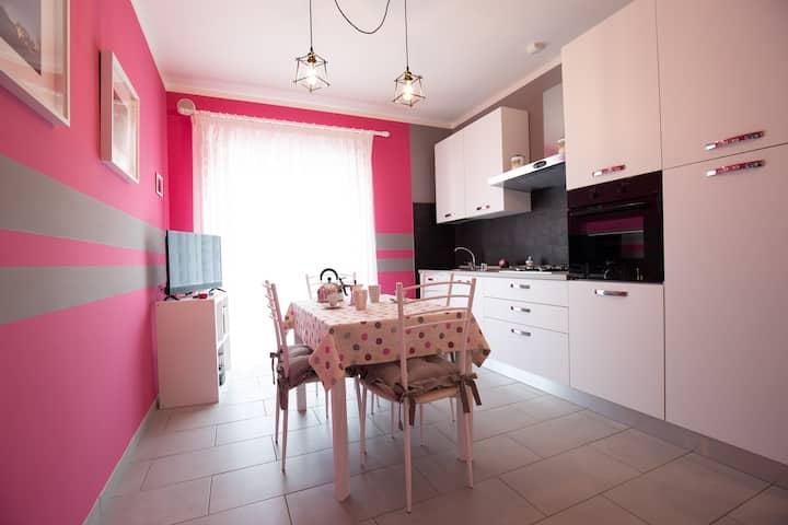 Il Sopracciglio - The Eyebrow - Pink Apartment
