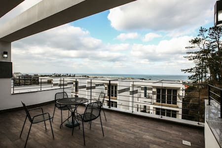 A oceanview townhouse near Airport