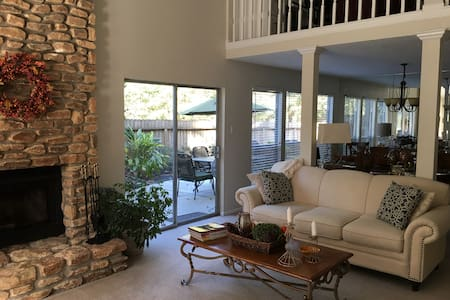 SUPER BOWL HOUSE - 3 BR + 3 spacious common areas - Humble