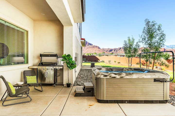 Private Hot tub and arcade gaming room!!! 5 bed 5 baths.  Stunning  veiws! - Arcadia #31