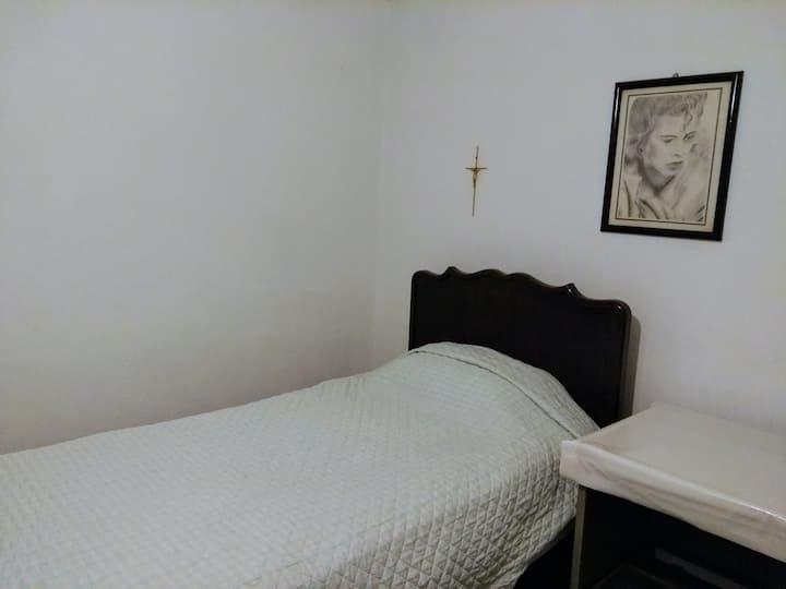 Cozy Room Near Airport and Alfredo Harp H. stadium