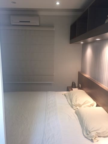 Suíte com cama KING e Ar-Cond. - Campo Grande - Flat
