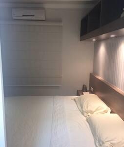 Suíte com cama KING e Ar-Cond. - Campo Grande - Apartamento