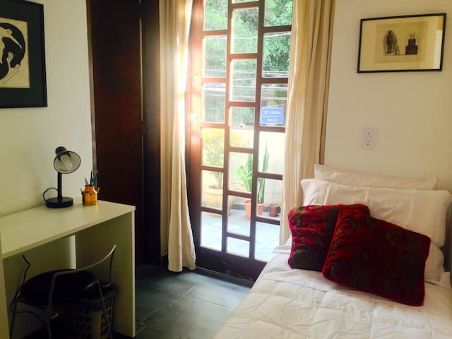 Single ensuite +private access +balcony -JARDINS! - São Paulo - House