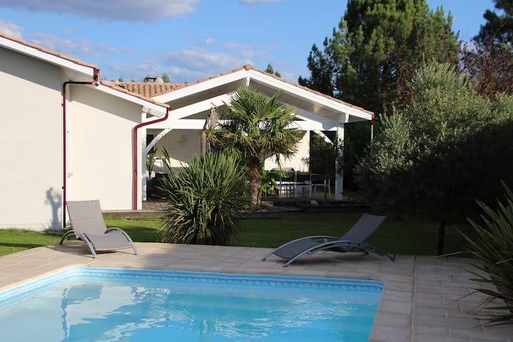 Villa avec piscine chauffée proche cap ferret
