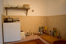 The kitchenette with fridge and cooker