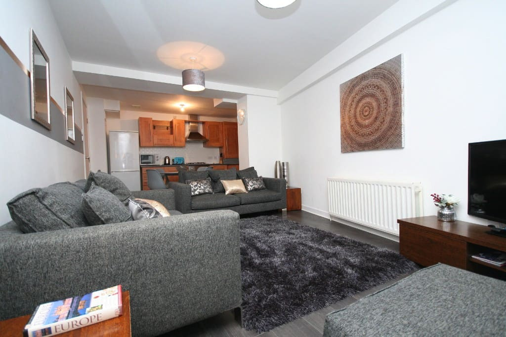 Bright, Spacious 2 Bed Central Glasgow Apartment ...