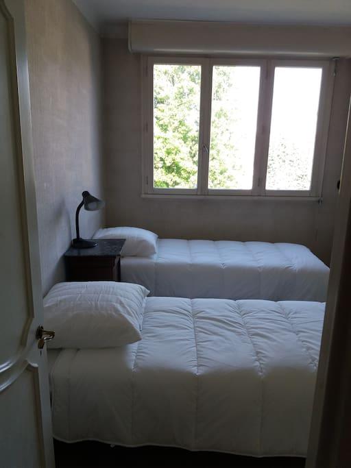 deux lits peuvent être réunis en 1 double