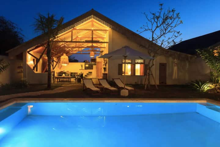 3BR Villa with Lofted Kitchen, Stroll to the Beach