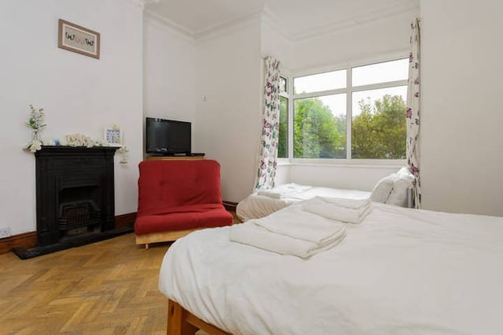 Lovely Light Family Room, Close to Sea, Rm 1 - Portsmouth - Casa